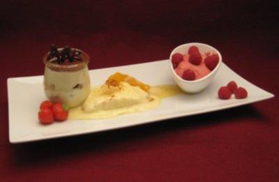 Himbeer-Limetten-Mousse, Tiramisu und Orangenlikör-Parfait - Rezept