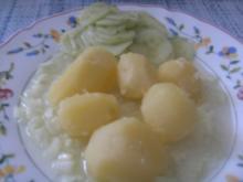 Pellkartoffeln mit Leinsamöl und Zwiebelchen gewürfelt - Rezept