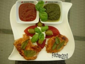 Salbei-Putenschnitzel mit geröstetem Paprika,Oliven und bunten Saucen - Rezept