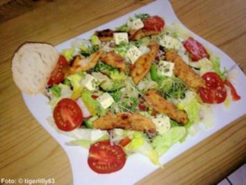 Bunter Salat mit Putenbruststreifen - Rezept