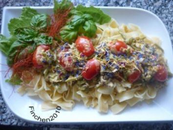 Hackpfanne mit Bohnen und Tomaten an Tagliatelle in Käsesauce - Rezept