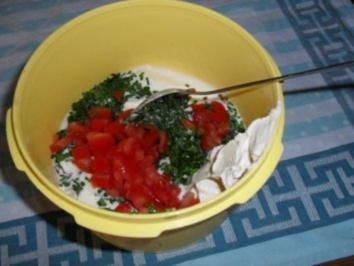Joghurt-Frischkäse-Dip mit frischen Kräutern und Tomate OHNE KNOBI - Rezept