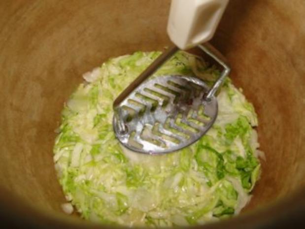 Spitzkohlsalat mit Möhren und Paprika         (Foto) - Rezept - Bild Nr. 7