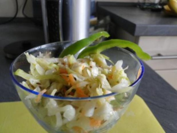 Spitzkohlsalat mit Möhren und Paprika         (Foto) - Rezept - Bild Nr. 2