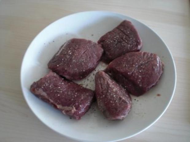 Thymiangebratene Lammsteaks mit Karotten-Honig-Creme und Feta - Rezept - Bild Nr. 3