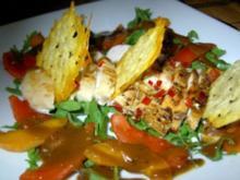 Hähnchenbrustsalat mit Aprikosen und Käsechips - Rezept