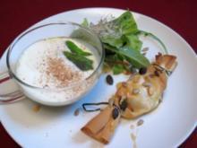 Cappuccino von der Erbse, dazu Ziegenkäsetaler mit Honig-Rosmarin-Sirup - Rezept