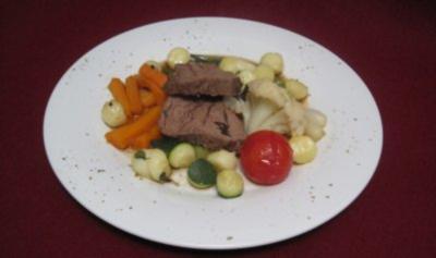 Pochiertes Rinderfilet mit Bouillongemüse - Rezept
