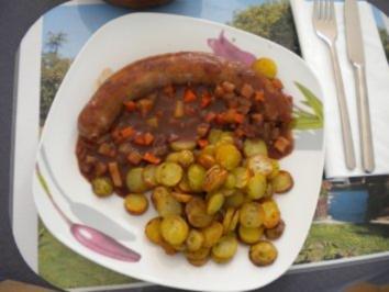 Kaninchenbratwurst mit Gemüsesauce und Bratkartoffeln - Rezept