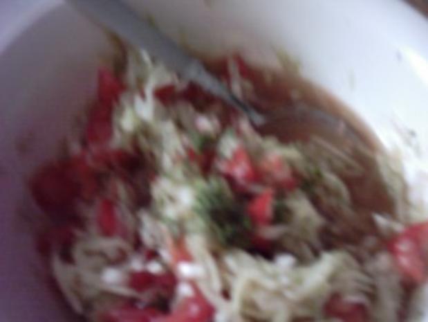 Tomaten-Gurkensalat zum Abendbrot - Rezept