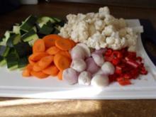 Eingelegtes Gemüse: Blumenkohl, Zucchini, Karotten und Schalotten-Bilder sind online - Rezept