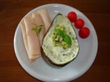Avocado mit Tzaziki  und hauchdünner Putenbrust - Rezept