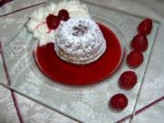 Mini-Schokoladengugelhupf auf Himbeersosse mit Vanilleschaum - Rezept