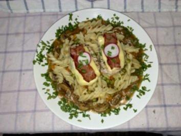 Steaklets vom Schwein mit Pfeffer Champignonsoße an Gemüsenudeln - Rezept