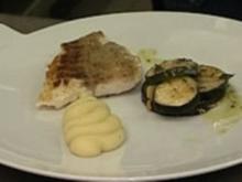 Loup de Mer in Olivenöl konfiert an warmer Antipasti und Trüffelpüree - Rezept