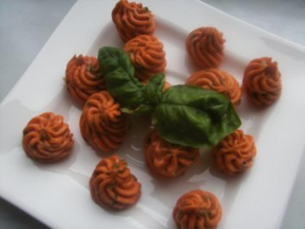 Tomatenbutter -- zur Grillparty -- oder auf einem Buffet zum Dekorieren !!!!!!!!!!!!!! - Rezept By altemutter