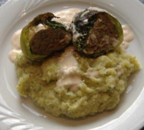 Wirsingrouladen mit Rosebuttersauce und Buttermilch-Kartoffel-Püree - Rezept