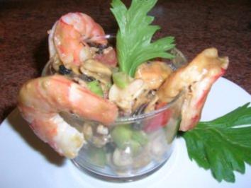 Meeresfrüchtesalat im Glas mit King Prawns - Rezept
