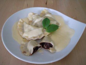 Schokoladen-Ravioli mit Dörraprikosen in weißer Grand Marnier-Zabaione - Rezept
