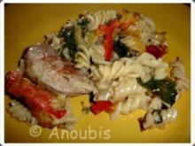 Hauptgericht deftig - Nudelauflauf mit Schweinefilet und Spinat - Rezept