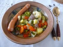 Suppen - Sommengemüse-Eintopf mit Wiener Würstchen - Rezept