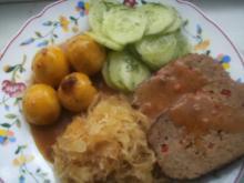 Hackbraten  Sauerkraut und Salzkartoffeln - Rezept