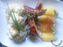 Kalbsbratwurst mit Blumenkohl an orangiger Hollandaise und Salzkartoffeln - Rezept