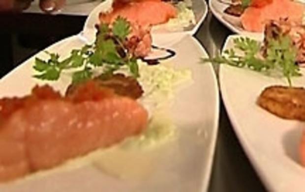 Tranche und Tatar vom Lachs auf Kartoffelrösti mit Wasabi-Gurken - Rezept