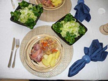 Hauptgerichte - Knöchelchen mit Sauerkraut und Salzkartoffeln - Rezept