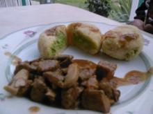 Gulasch mit Kartoffel-Erbsen Knödel - Rezept