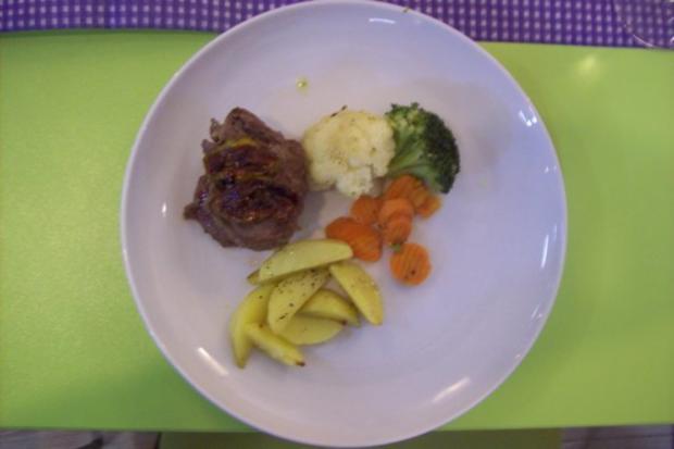 Rosmarin-Rinderfilet an karamellisierten Ingwer-Kaisergemüse an chateau-Kartoffeln - Rezept