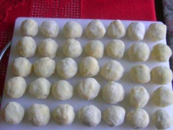 Ringlotten oder Mirabellen im Kartoffelteigmantel (auf steirisch Knödl) - Rezept