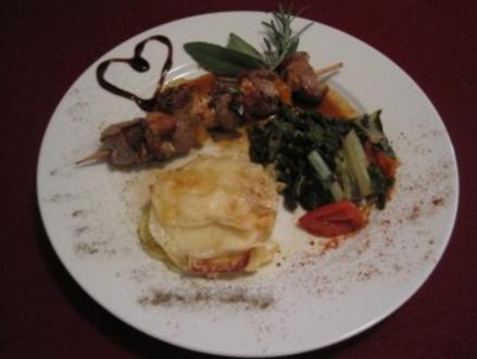 Kalbsfiletspieße auf Tomaten-Mangold-Gemüse an Kartoffelgratintürmchen - Rezept