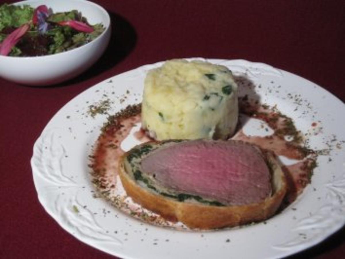 Rinderfilet mit Kalbsfarce und Blattspinat im Blätterteigmantel - Rezept von Das perfekte Dinner