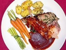 Kronenbraten 'Alter Fritz' mit glasierten Karotten und Rosmarinkartoffeln - Rezept