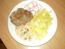 Hacksteak (Frikadelle) mit Paprika - Zwiebelsahnesoße und Pellkartoffel - Rezept