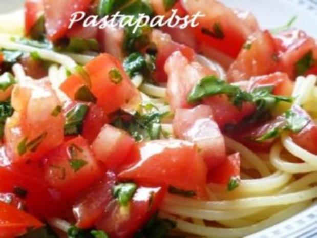 Spaghetti mit schnellster Tomatensauce - Rezept
