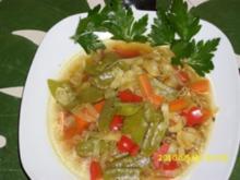 Suppe : Asiatische Köstlichkeit mit frischem Gemüse als Eintopf - Rezept