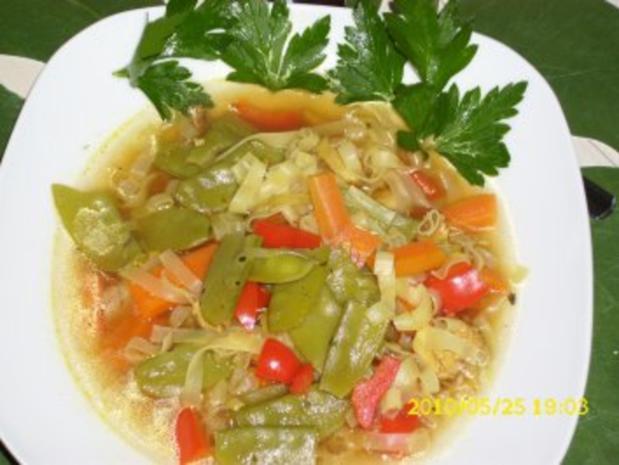 Suppe : Asiatische Köstlichkeit mit frischem Gemüse als Eintopf - Rezept - Bild Nr. 3