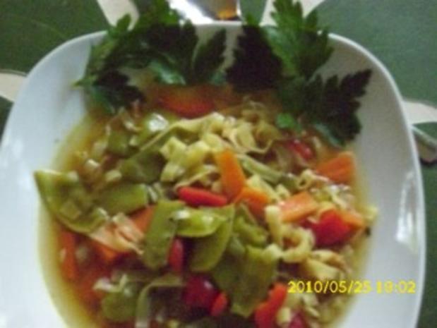 Suppe : Asiatische Köstlichkeit mit frischem Gemüse als Eintopf - Rezept - Bild Nr. 2
