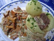 Knödel mit Rinderhack gefüllt - Rezept