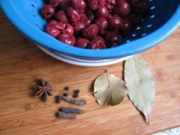 Kirschen im Gewürzsud - Rezept