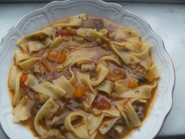 Nudelsuppe mit Rindfleisch gekocht - Rezept