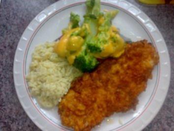 Putenschnitzel mit Knusper-Cornflakes-Panade und Gemüse - Rezept