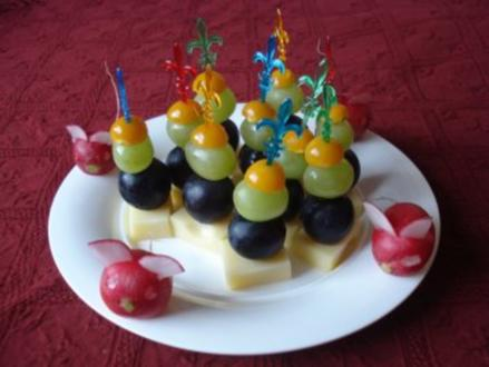 Fingerfood 6 : Käse mit Weinbeeren - Rezept
