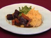 Feines Rindsgulasch mit Kartoffelstampf und Prinzessbohnen (Reiner Schöne) - Rezept