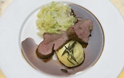 Kalbsfilet in Balsamicojus mit Spitzkohl und Trüffelpüree - Rezept