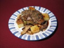 Lammrücken in Vollkornkruste auf Rosinen-Spitzkohl & Kräuterseitlingen - Rezept