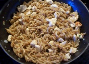 Kochen: Gebratene Nudeln mit Hähnchenbrust - Rezept