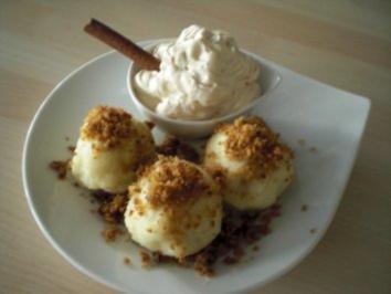 Zwetschgenknödel mit Zimtgremolata und Jogiteeschaum - Rezept